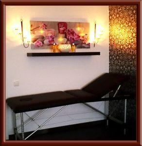 Massagebank im Big Secret Blümchenzimmer Schlafzimmer