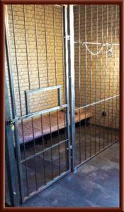 Fetisch Knast, Gefängniszelle im Big Secret SM Apartment