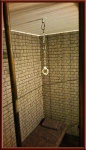 Verhörraum im Fetisch Knast, Gefängniszelle im Big Secret BDSM Ferienwohnung