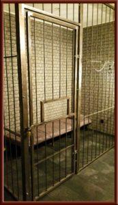 Fetisch Knast, Gefängniszelle im Big Secret bdsm Appartment