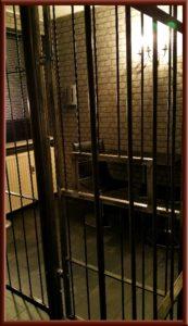 Fetisch Knast, Gefängniszelle im Big Secret bdsm Apartment