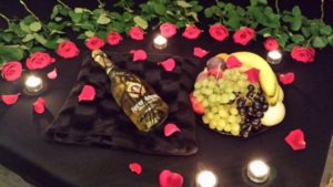 SM Ferien mit Champaign and Flower Arrangement
