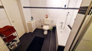 Großes Badezimmer im Big Secret